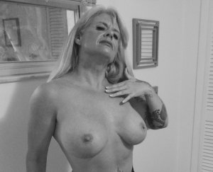 Simonette escort girl