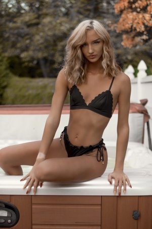Charlesia escort girls in Quincy